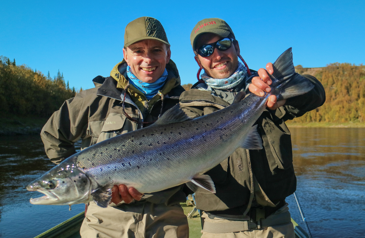 Geoffrey and guide Juan with a 11 pounds Sea-liced fish
