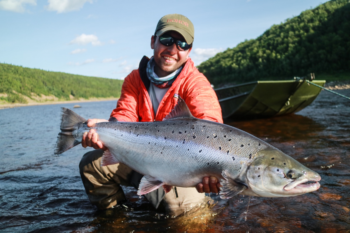 Guide Juan Medina with a perfect Ponoi fall run salmon from Lapynarka beat.